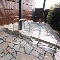 ■離れ和洋室【雅】四季折々に移り変わる風景を臨みながら、 極上の湯に浸かる贅沢。