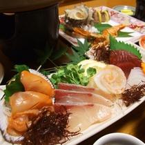 地産地消にこだわった料理は山鹿の旬の野菜や毎日仕入れている天草産の海の幸をふんだんに使用。