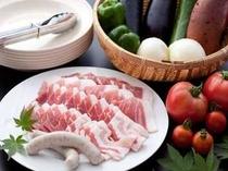 黒豚と地産の新鮮野菜(写真は2人前)