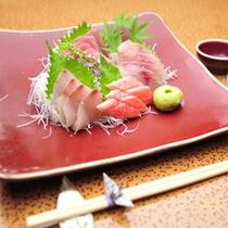 *【夕食例】新鮮な海の幸もお楽しみ頂けますよ。