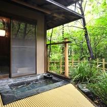 *【客室露天風呂】【蘭の間】開放的な露天風呂で温泉浴を満喫。