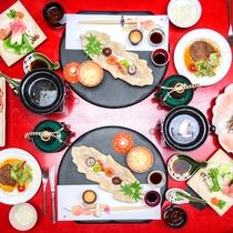 *お食事はお部屋食でございます。1品1品季節の食材にこだわった彩り溢れるお料理をお楽しみください。