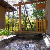*【ききょうの間・露天風呂】温泉は全てお部屋併設なので好きなお時間に好きなだけ湯あみをお楽しみ下さい