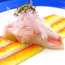 *お料理  魚料理 一例 洋風にカラフルなオリジナルソースでお楽しみください