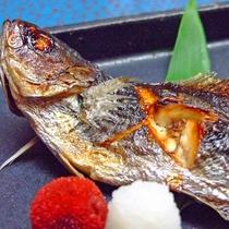 *お料理 魚料理 旬の魚介を素材を生かした調理方でお召し上がりください