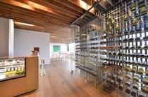 ソムリエが選び抜いたワインの数々。お料理とご一緒にいかがでしょうか。