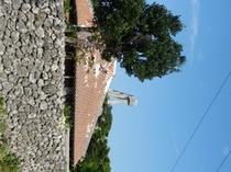 赤瓦の屋根となごみの塔