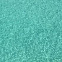 古宇利島の海はとても青く澄んでいます。