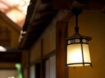 【美保館 本館】ロビーのランプ