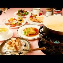 【ご夕食】チ-ズフォンデュの他、自慢の料理が並びますよ!