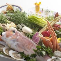 *レストランHIMAWARIで地元産の旬の食材を使った料理をどうぞ