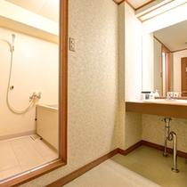 *本館和室(客室一例)/一部バスルームを完備。