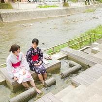 ●23年浴衣 足湯 温海川