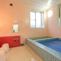 *【女性用大浴場】2つの異なるお湯が楽しめるお風呂となっております。