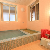 *【男性大浴場】お風呂でのんびり旅の疲れを癒しましょう。