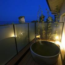 露天付き客室の露天風呂。