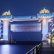 【沼津港】 大型展望水門「びゅうお」 ロマンチックな夜はデートスポット