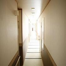 畳敷き廊下