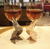 グラスワインで乾杯 ♪ うさぎ達