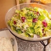 【朝食】シャキシャキサラダ!!ごまドレッシングまたは青じそドレッシングで!!日替わり朝食の一例