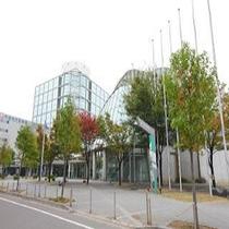【刈谷市産業振興センター】ホテルから徒歩約15分。展示場、大小会議室など充実した施設を備えています。
