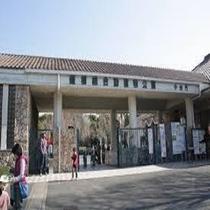 【豊橋総合動植物公園】車で約1時間10分。動物園、植物園、遊園地、自然史博物館が一体化の公立施設です