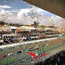 【鈴鹿サーキット】ホテルから車で約1時間10分。レーシングコースを中心としたレジャー施設。