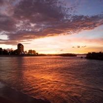 外観と夕日
