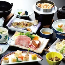*山の幸をふんだんに使った会席料理(料理一例)