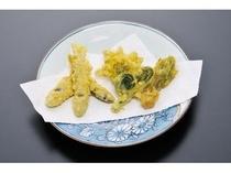 あまごの稚魚と山菜の天ぷら