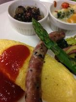 朝食 岩手山麓健康卵をたっぷり使ったオムレツ