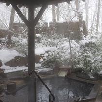 *[マグマの湯/露天風呂]屋根付だから雪が降ってても安心して雪見風呂が楽しめます