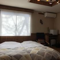 *[2階/禁煙・ベッドを2台配した洋室8畳(205)]アジアンテイストな小物を配した落ち着いた空間