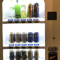*[自動販売機]お風呂入口横にございます(ビール・発泡酒・、ハイボール・酎ハイ・清涼飲料水)