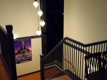 【客室への階段】