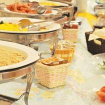 【朝食バイキング】30種類以上の朝食バイキングをお召し上がりください。