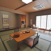 【北館・和室10畳】2畳の踏み込みを備えたモダンなお部屋。