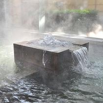 【白鷺湯】源泉かけ流しのお風呂でゆったり過ごす。
