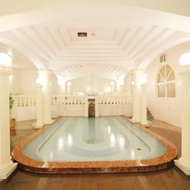 【パルテノン】異国情緒あふれる空間の洋風呂を堪能できます。