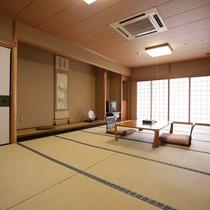 和室14畳の部屋。広々とお使い頂けます。家族連れやグループにお勧めです。