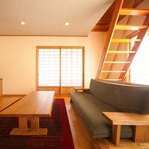 ■和洋室+ロフト■もみじ 大きいソファでゆったり寛げます。