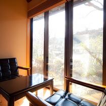 ■和室■浅霧 広縁から優しい陽が射す。