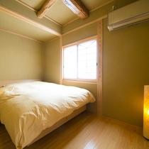 ■和洋室■飛鳥 ふかふかのダブルベッドをご用意。