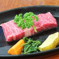【米沢牛ステーキ例】さすがブランド和牛!柔らかな肉質と癖の無い旨味に感動