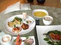 春の新メニューです。地元のお野菜を沢山使い、ご飯はヘルシーな雑穀米です。