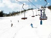 朝里川温泉スキー場まで車で1分!