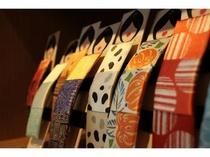 創業450年を誇る京友禅の老舗「千總(ちそう)」の小物をお土産に / 1Fロビー