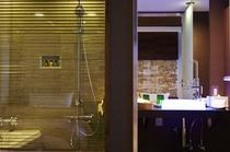 広々とした浴室で入浴タイムをお楽しみください/プレミアム