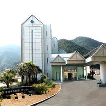 <外観>本土最南端のリゾートホテル。全室・展望浴場から太平洋を一望!
