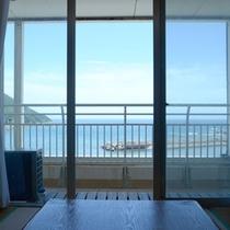 お部屋からの景色(和室一例)波の音を聞きながら、ごゆっくりお寛ぎ下さい。